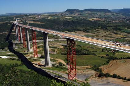 BANDI DI GARA: una gara con anticipazione del 20% dell'importo contrattuale.